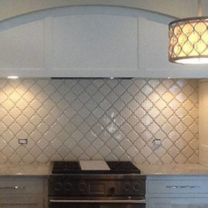 arabesque-beveled-backsplash
