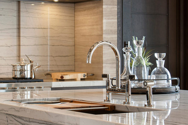modern-white-macaubas-kitchen-close
